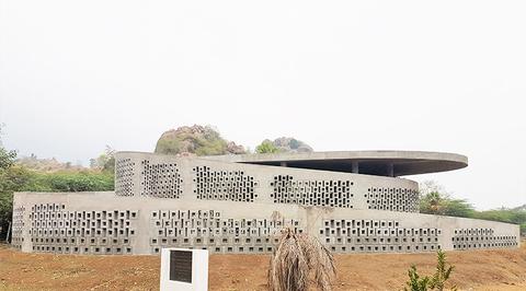 Naples studio completes concrete music and art centre in India