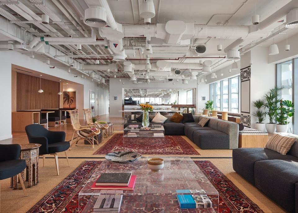 We work, Hub 21, Coworking space