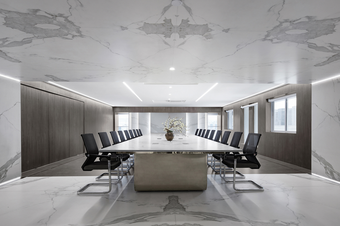 Tech advanced surface Neolith